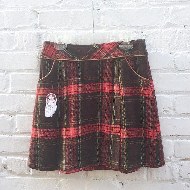 Sweet 70's mini plaid skirt with leather lining size 3/4 $34 🐩#thatpoorgirlvintage #shoplocaljax #jaxfl #jaxsmallbusiness #riversidejax #jacksonville #vintageshop #vintage #vintageshoes #vintageclothes #plaid #wool #plaidskirt #miniskirt #vintageskirt #vday #valentines #clueless