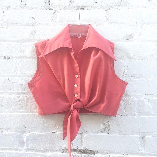 ''Tis the season for this cute little 60's cropped tie top size xs/s $28 🎈#thatpoorgirlvintage #shoplocaljax #jaxfl #jaxsmallbusiness #riversidejax #jacksonville #vintageshop #vintage #vintageshoes #vintageclothes #croptop #pinup #1960s