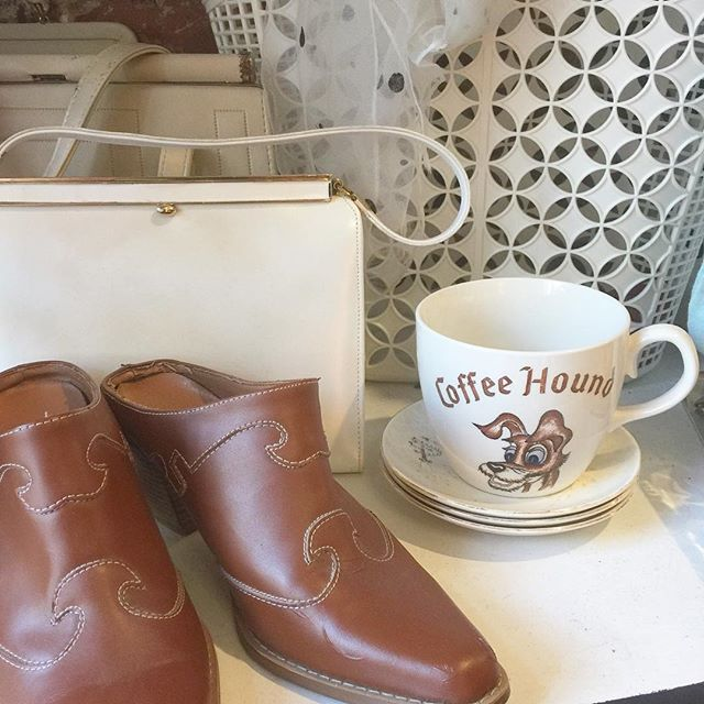 Favorites! 1950's Japanese coffee hound mug would make great gift for a coffee drinker/collector! 👅✨ #thatpoorgirlvintage #shoplocaljax #jaxfl #jaxsmallbusiness #riversidejax #jacksonville #vintageshop #vintage #vintageshoes #vintageclothes #vintagehousewares #japanese #50's #sunjellies