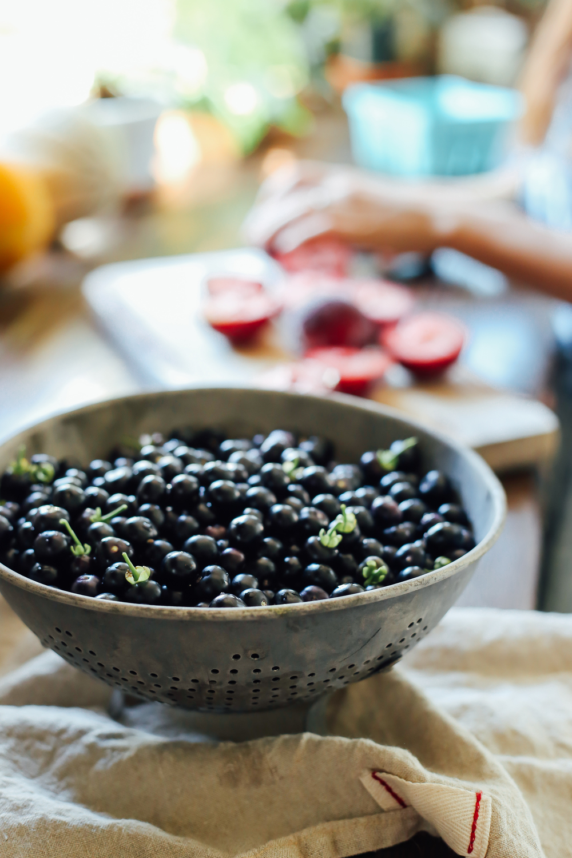 huckleberries06_creditCarlyDiaz.jpg