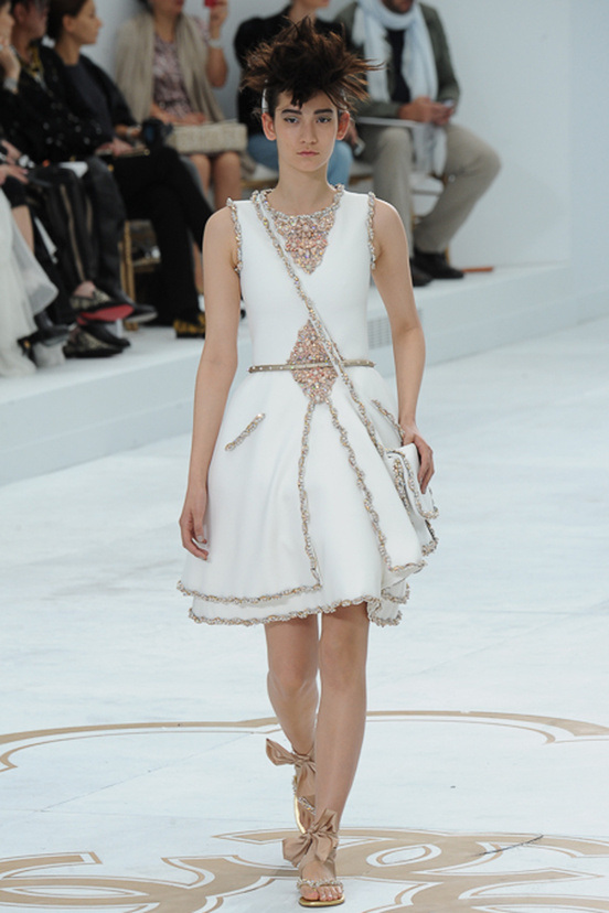 dresses-white-chanel-haute-couture-fall-winter-2014-15-13.jpg