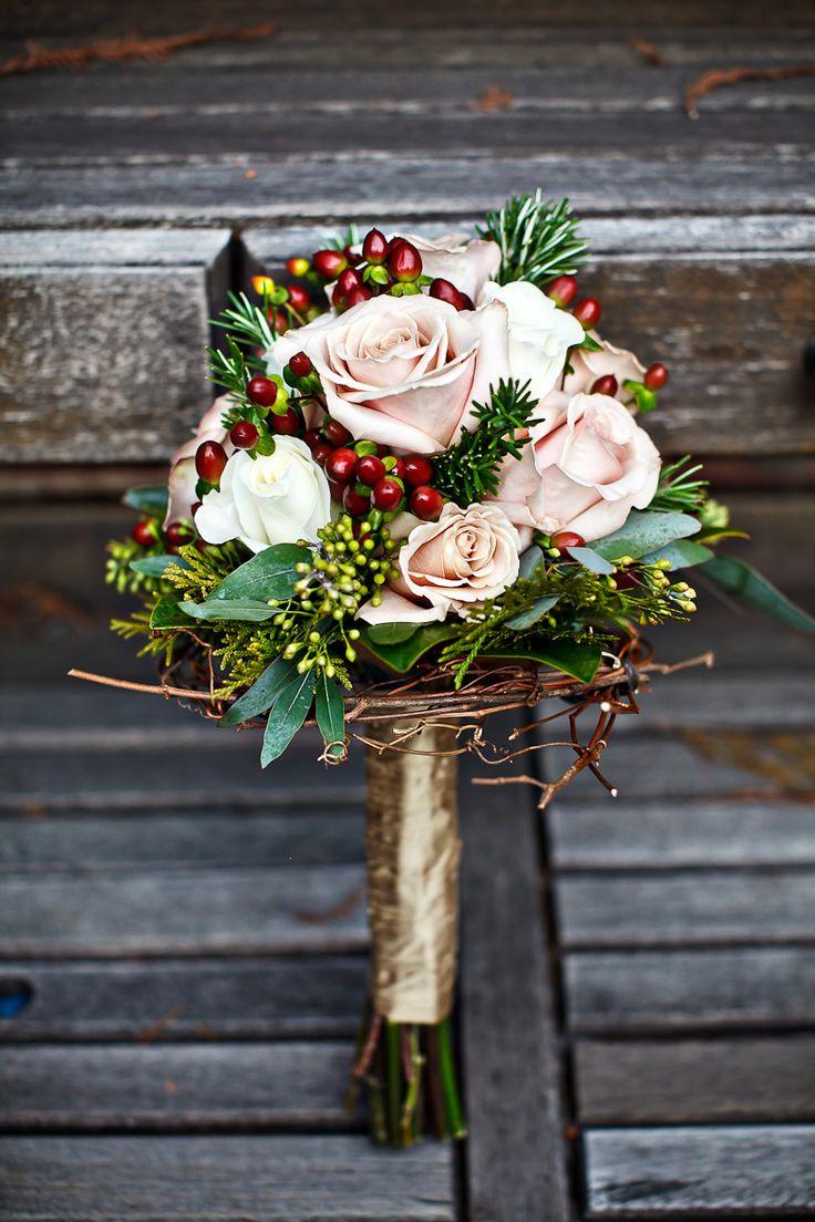 unconventional-winter-wedding-bouquets-16.jpg