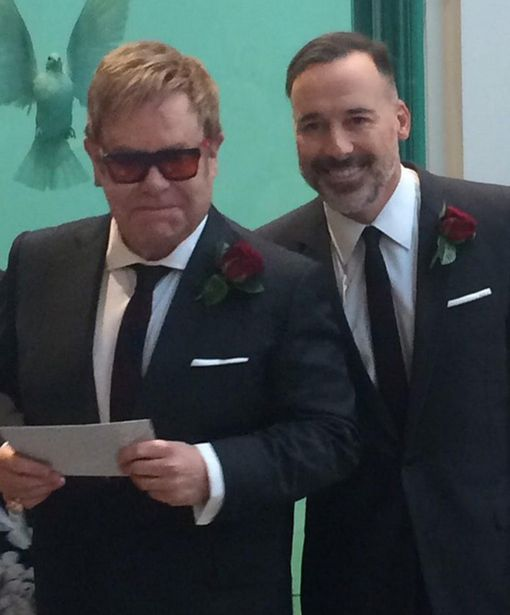 Jimmy-Carr-tweets-a-picture-of-Elton-John-his-wedding-day.jpg