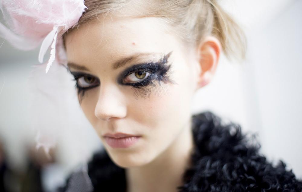 VOGUE black-tulle-lined-eyes-daring-bridal-makeup.original.jpg