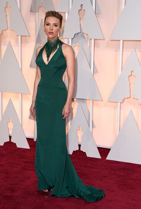 Scarlett Johansson in Versace: Whilst this isn't our favourite look, we do think that the deep-green gown would look great on a winter bridesmaids. The stunning chandelier choker would also look amazing paired with a black dress.  (Images Sourced: Getty Images)