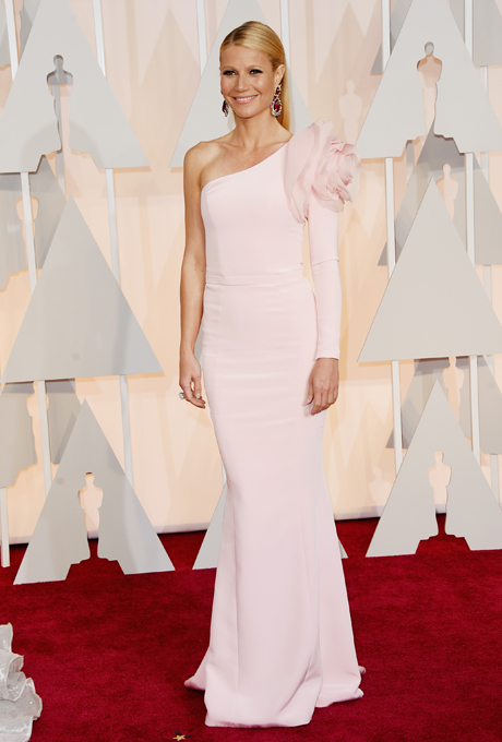 Gwyneth Paltrow in Ralph & Russo:  What a stunning gown! This has to be our favourite of the whole Oscars Red Carpet. It has a subtle mermaid silhouette which is very traditional and bridal. It is soft, elegant and could even be worn as by a MC or Maid Of Honour.