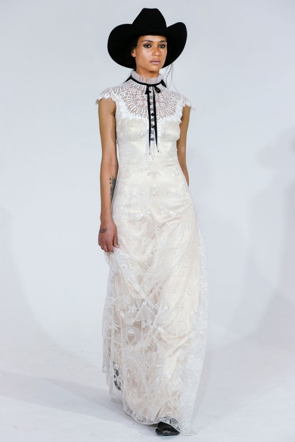 claire-pettibone-spring-2016-wedding-dresses-18-600x900.jpg