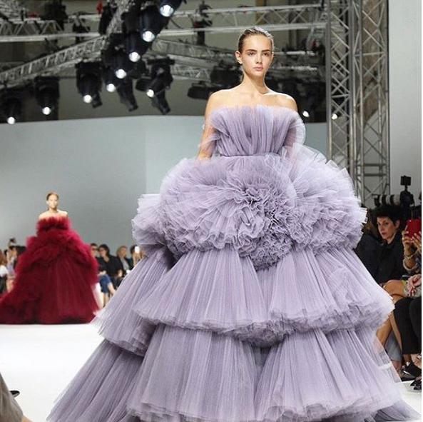 Bridal styling kisses cake for Giambattista valli wedding dress price