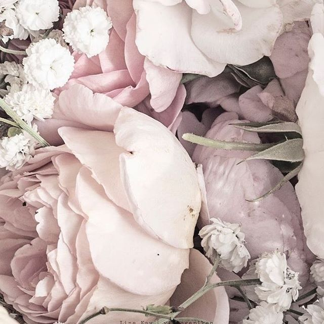 Is there such a thing as too many flowers?? #Flowers #Floral #Bouquet #Inspiration #WeddingInspiration #WeddingPlanning #TheBridalCoach #KissesandCake #KissesandCakeWeddings   Image: @bloglovin