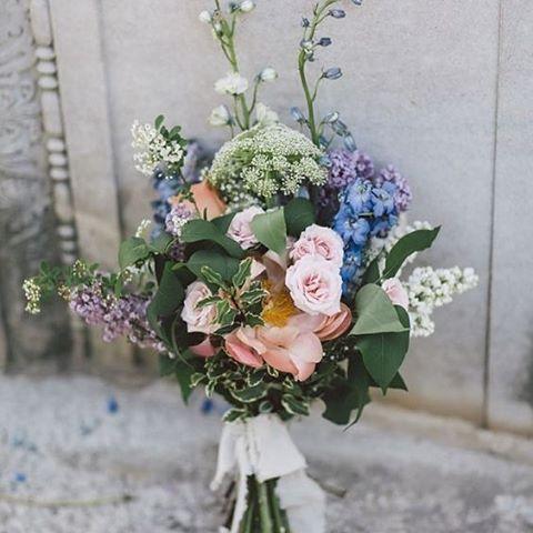 We love this fresh and vibrant bouquet arrangement. #PurpleTreePhotography #Bouquet #Flowers #Weddings #WeddingInspiration #WeddingPlanning #TheBridalCoach #KissesandCake #KissesandCakeWeddings| Image: Purple Tree Photography via greenweddingshoes.com