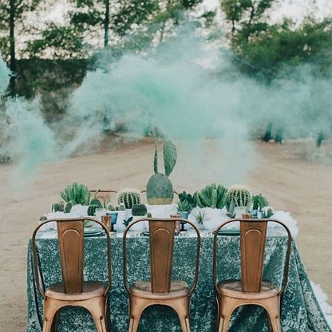 The colour combination of beautiful teal and copper makes for a dramatic yet amazing tablescape #Copper #Teal #TableSetting #WeddingStyling #SmokeBomb #WeddingInspiration #WeddingPlanning #TheBridalCoach #KissesAndCake #KissesAndCakeWeddings | Image: Laura Goldenberger viagreenweddingshoes.com