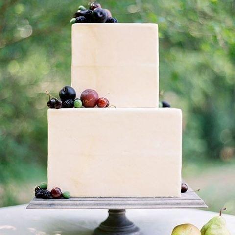 Clean and simple with bright fruit adornments, so lovely. #Fruit #Cake #WeddingCake #Dessert #FoodStyling #WeddingInspiration #WeddingPlanning #TheBridalCoach #KissesAndCake #KissesAndCakeWeddings   Image: Jose Villa Photography