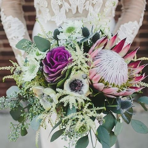 Exqusite flower bouquet inspiration #Flower #Bouquet #Florals #WeddingInspiration #FloralStyling #WeddingPlanning #TheBridalCoach #KissesAndCake #KissesAndCakeWeddings   Image: viagreenweddingshoes.com