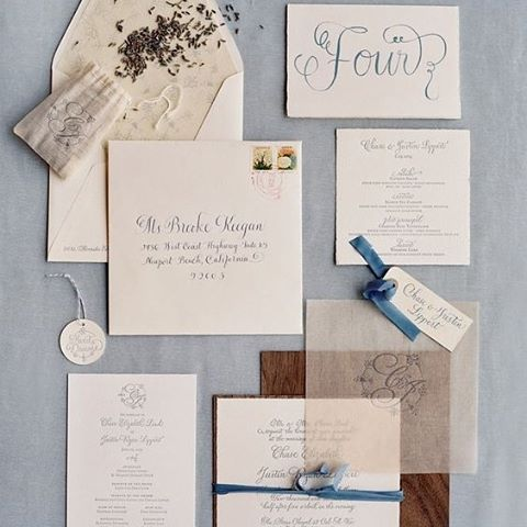 Make your invitations stand out with a mix of modern and delicate details, such as these wood-grain designs and blue felt bows #Invitations #SaveTheDate #Simple #Delicate #Modern #Trendy #W eddingInspiration #TheBridalCoach #KissesAndCake #KissesAndCakeWeddings | Image: Jen and Jonah via www.trendybride.net