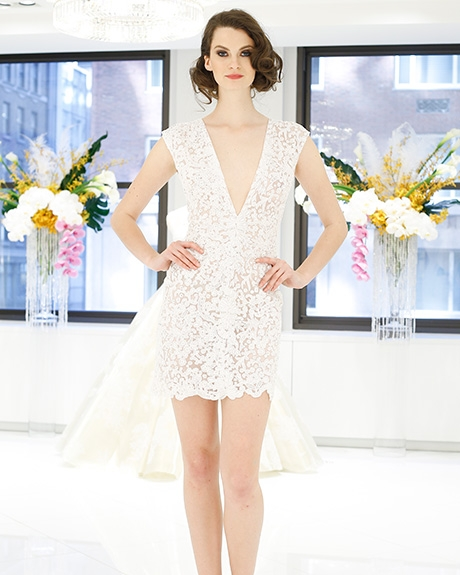 Wedding dress by Randi Rahm | Photo: Luca Tombolini / Indigitalimages.com