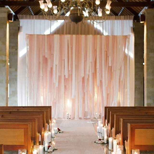 These hangings provide a beautiful backdrop for the bride and groom to get married in front of #Ceremony #Decor #Decorations #Backdrop #Wall #TheBridalCoach #KissesAndCake #KissesAndCakeWeddings | Image: GreenWeddingShoes