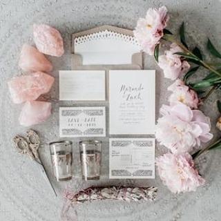 Earthy crystal styling #dailyinspiration #crystals #bride #pink #quartz #love #romance #wedding #bridetobe #thebridalcoach #kissesandcakeweddings #kissesandcake | Image: The Lane