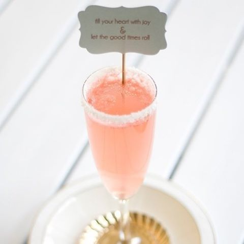Find creative ways to make your reception's drinks stand out  #Reception #Wedding #Note #DIY #DoItYourself #TheBridalCoach #KissesAndCake #KissesAndCakeWeddings | Image: Elle