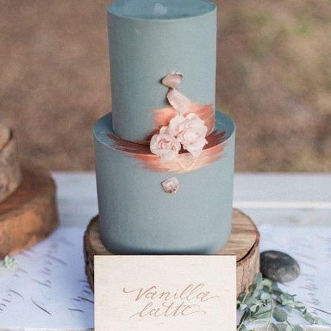Make your cake your something blue! #cake #bride #wedding #bridetobe #somethingblue #copper #thebridalcoach #kissesandcake #kissesandcakeweddings #sydneybride #sydneywedding #bridalblogger #weddingblogger #inspiration  Image RG @100_layercake