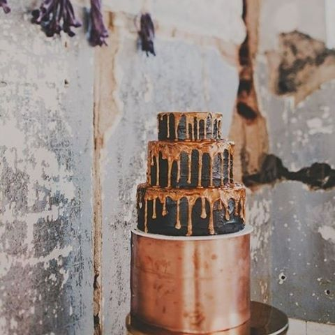 Chocolate copper wedding cake. Need we say more? #copper #weddingcake #cake #chocolate #sweets #wedding #event #thebridalcoach #planner #kissesandcake #kissesandcakeweddings #sydneybride #sydneywedding #bridalblogger #weddingblogger #inspiration   Image: Chick Vintage Brides   Read more about it on our website, kissesandcake.com.au in the Cakes, Catering & Beverages section