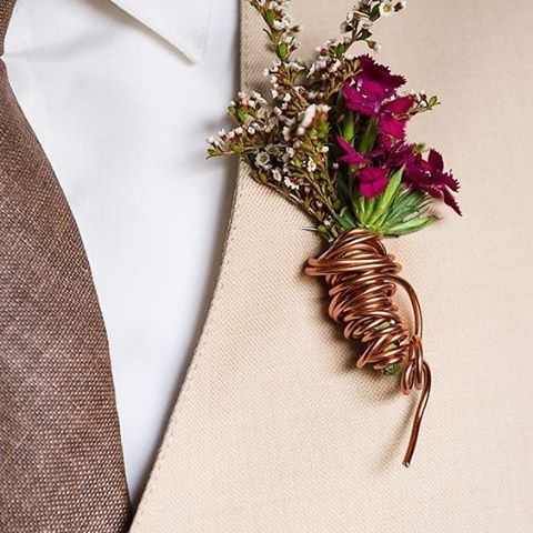 Add a masculine touch to your pocket blooms with some copper wiring. It is really fashionable and certainly a unique touch for a industrial themed wedding   Photography Monique at The HideOut   #blooms #groom #flowers #copper #wedding #thebridalcoach #fashion #kisseandcakeweddings #kissesandcake #groomsmen #sydneybride #sydneywedding #bridalblogger #weddingblogger #inspiration