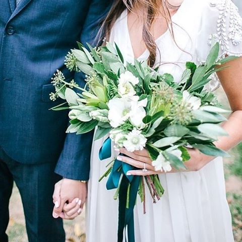Floral inspiration for brides wanting a natural rustic bouquet #bouquet #bride #natural #green #blooms #bridetobe #thebridalcoach #kissesandcakeweddings #kissesandcake #sydneybride #sydneywedding #bridalblogger #weddingblogger #inspiration #sydneybride #sydneywedding #bridalblogger #weddingblogger #inspiration | Image:100 layer cake