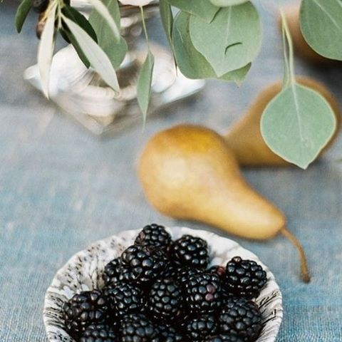 The finer joys in life #berries #wedding #fruit #nature #naturalsweets #thebridalcoach #food #styling #planner #kissesandcakeweddings #kissesandcake #sydneybride #sydneywedding #bridalblogger #weddingblogger #inspiration| Image:Justina Bilodeau Photography / Styling Style Me Pretty