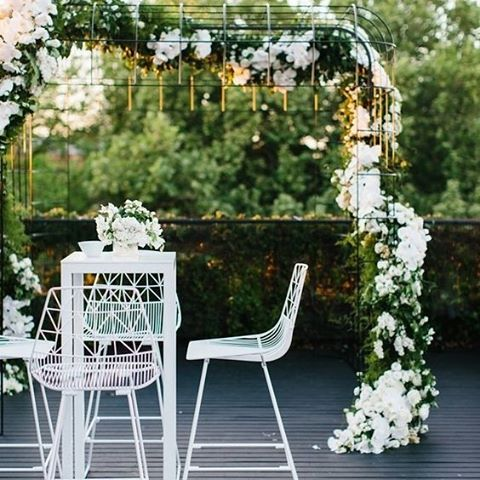 Turn your ceremony alter into a functional space where your guests can continue to enjoy the gorgeous blooms whilst they sip cocktails before the reception | #ceremony #wedding #flowers #bar #cocktails #bridetobe #styling #interiordecor #thebridalcoach #kissesandcake #kissesandcakeweddings #sydneybride #sydneywedding #bridalblogger #weddingblogger #inspiration| Image and styling: @thestyleco - contact them for your next event!