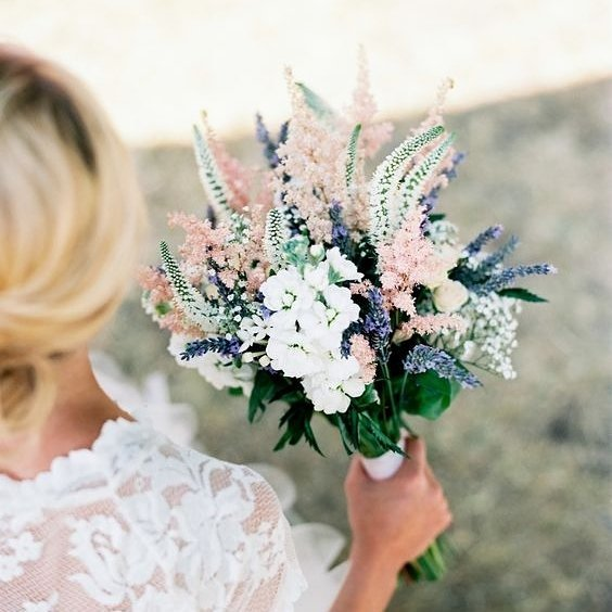 Soft, fun and on trend. We love this gorgeous posie. #flowers #wedding #bouquet #bride #inspiration #blooms #thebridalcoach #kissesandcake #kissesandcakeweddings  #styling #sydneybride #sydneywedding #bridalblogger #weddingblogger #inspiration | Image: Style me pretty
