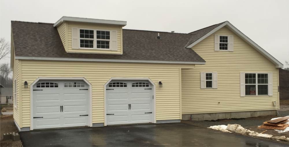 586-Hickory-Exterior-Photo-with-Garage.png