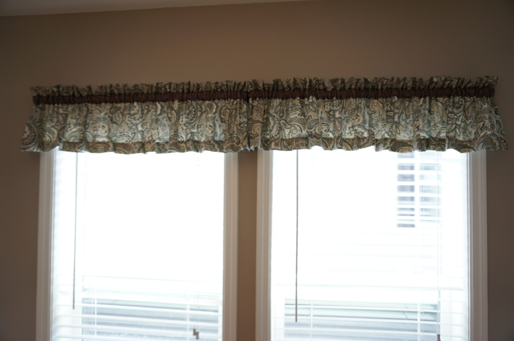 POLAR BLUE/BEIGE VALANCES AND SIDE PANELS