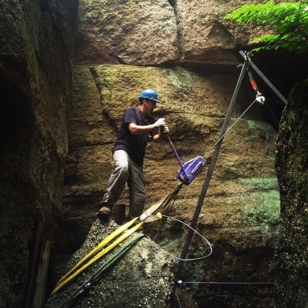 Lifting boulder with a winch