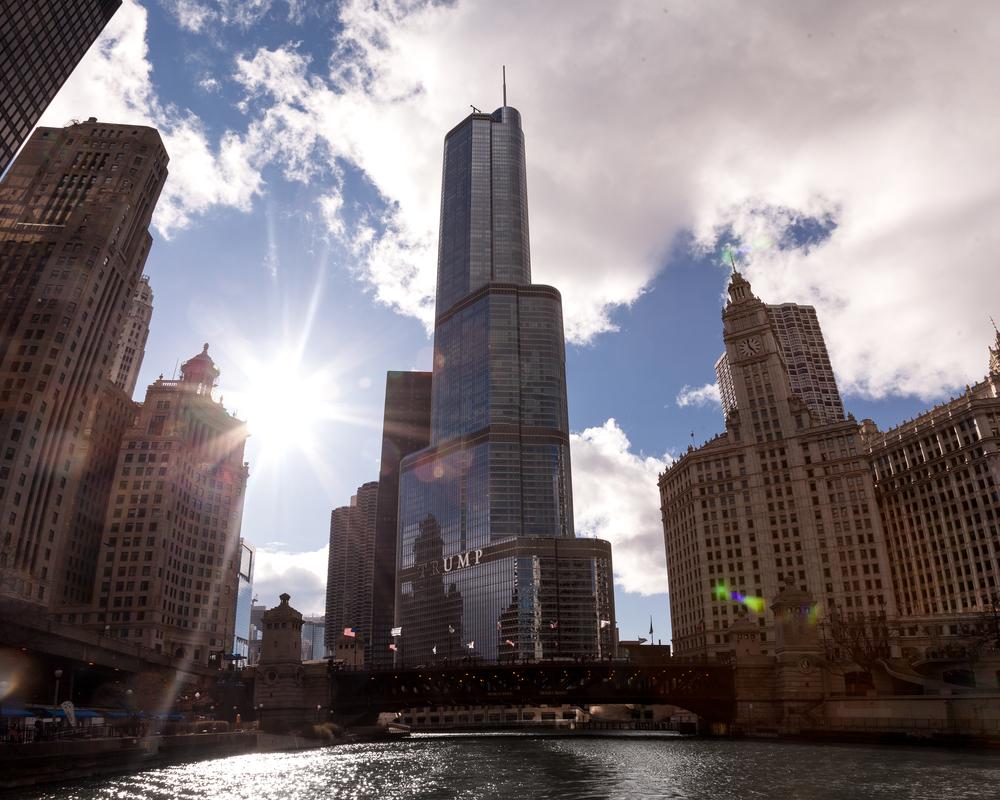 trump-tower-chicago-river.jpg