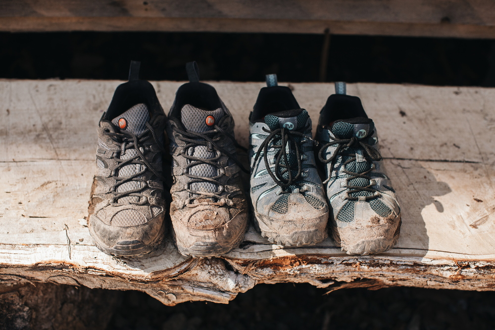 hiking_shoes_dirt