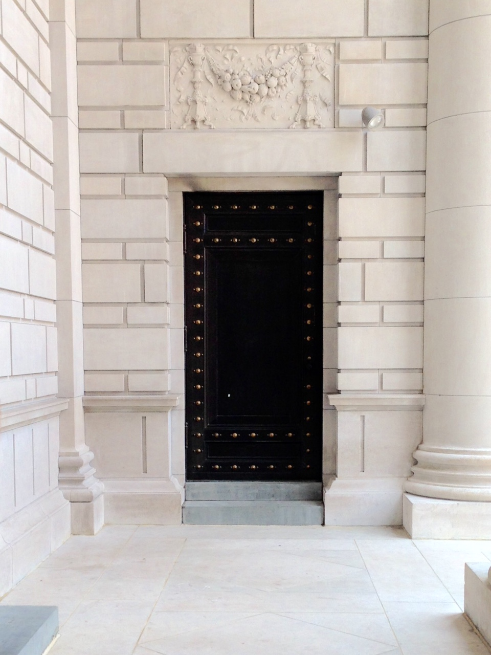 carnegie institution exterior door | champagne takeout