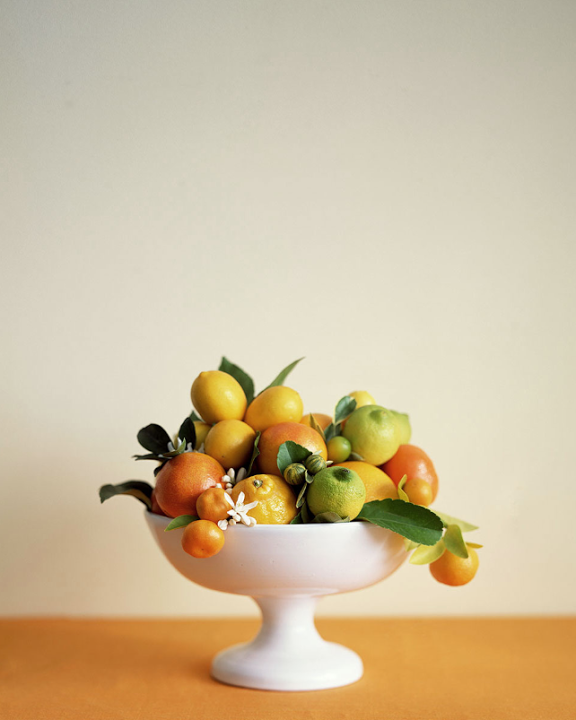 monochrome citrus arrangement via seesawdesigns
