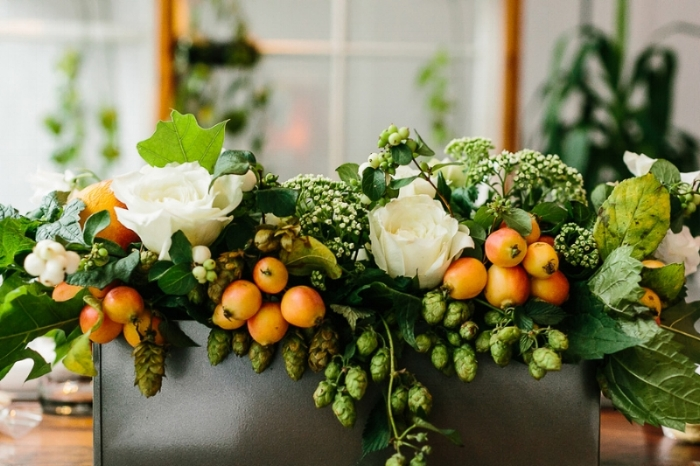rose and kumquat centerpiece via grelikesweddings