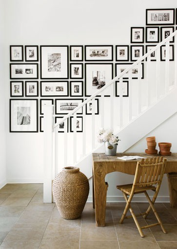 matching frames in varying sizes make an arresting arrangement in this stairwell found on  pinterest