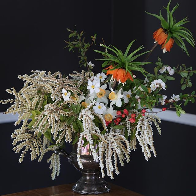the garden giveth. #achairrailrunsthroughit #floraldesign #flowerphotography #dsfloral #fritillaria #narcissus #pieris #quince