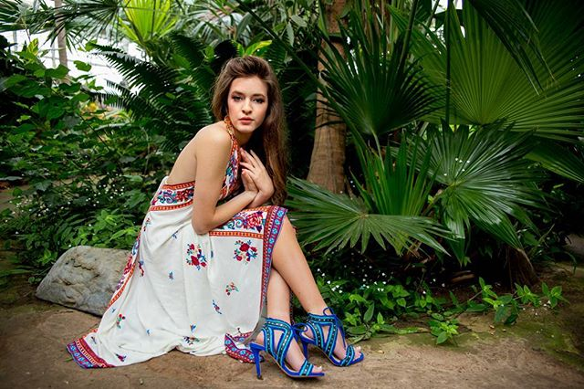 Brrrr... how about a little tropicalness to warm us up! Loved the editorial feel to this part of @braelly_hope session! Hair and makeup by @beckyrob! ❤❤ those shoes tho... #camilledavisphotography #amarilloseniorphotographer #canyonhighschool #seniorphotos #seniorpics #naturallight #editorial #canon #seniorstyleguide #ssgmagazine #theseniorcollective #modernsenior