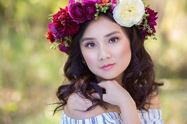 Another beautiful shot of @nguyeny_the_pooh. Beautiful floral crown by @thedaisychainstudio. Oh so pretty Hair and makeup by @beckyrob.