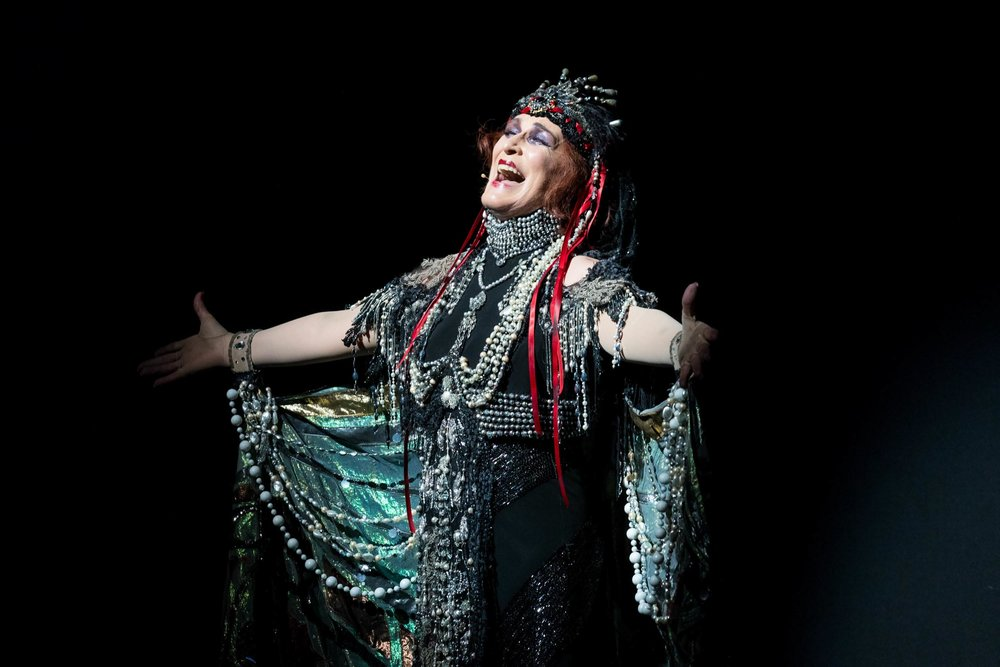 Sunset Boulevard Final Bow_Emilio Madrid-Kuser_01.jpg