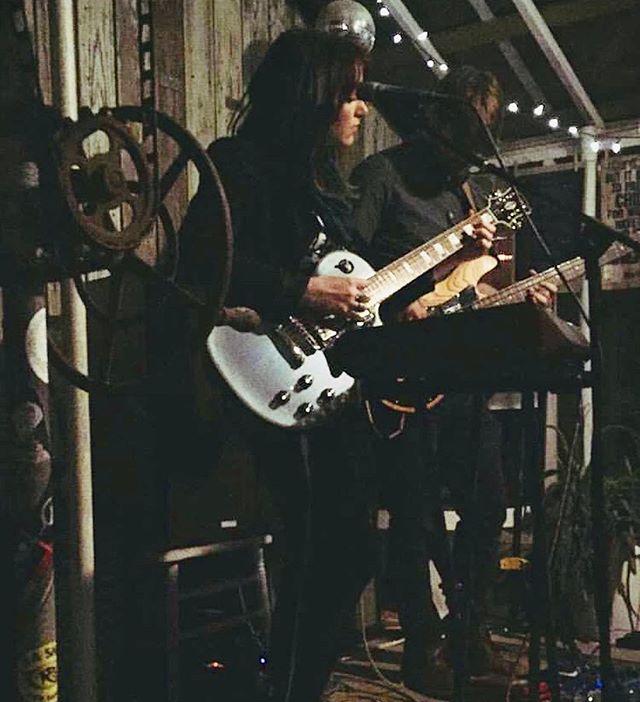@greenhouseonporter  1 • 26 • 19 📸: @mandarina_sharrow . . . #dellamemoria #originalmusic #indie #indiemusic #newmusic #songwriter #singersongwriter #synthpop #femalesinger #electric #electricguitar #bass #music