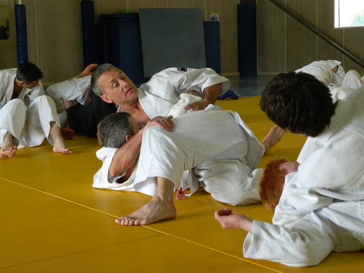Kurt teaching jujutsu.jpg
