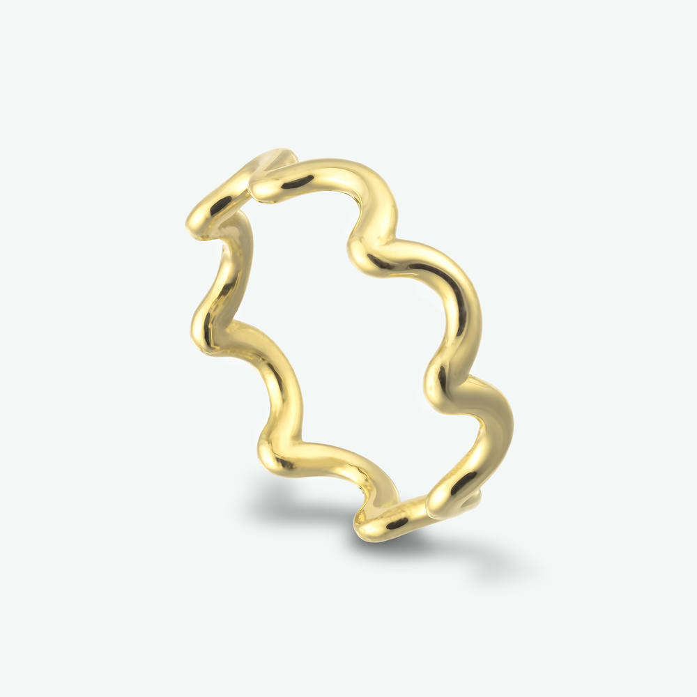 A beautifully shaped 14k yellow gold ring.