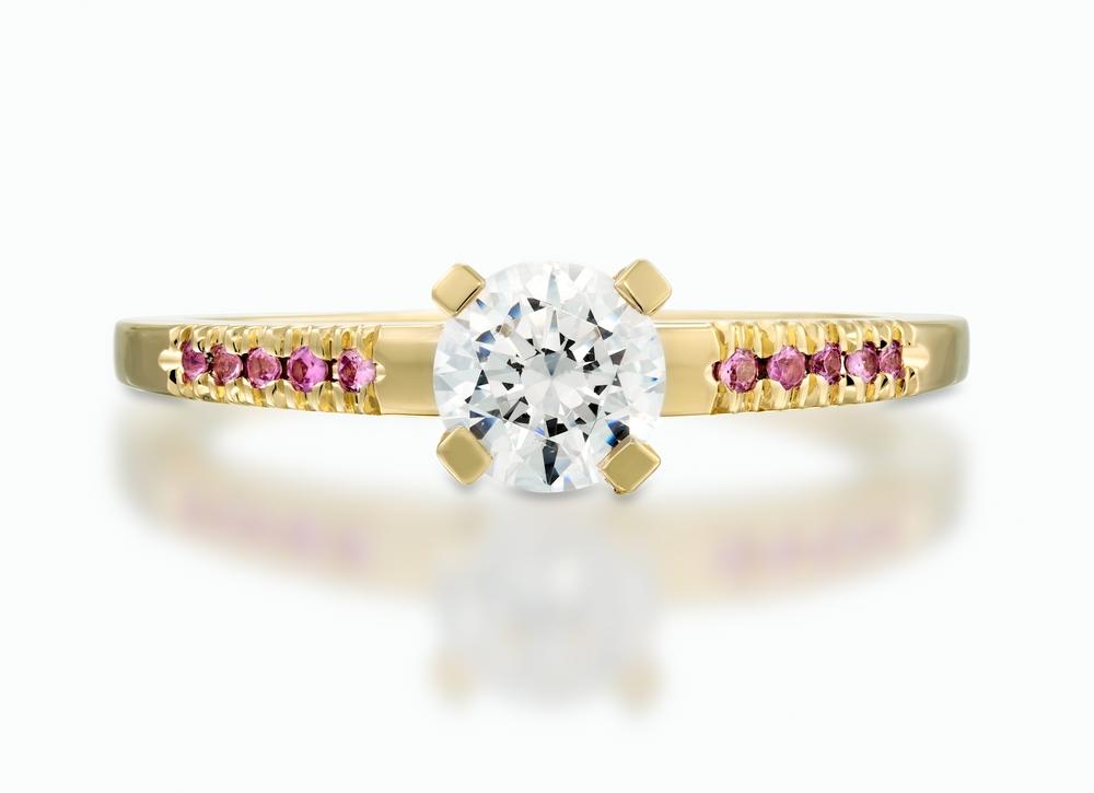 טבעת סוליטייר עם יהלום בחיתוך אובל במשקל 1 קראט