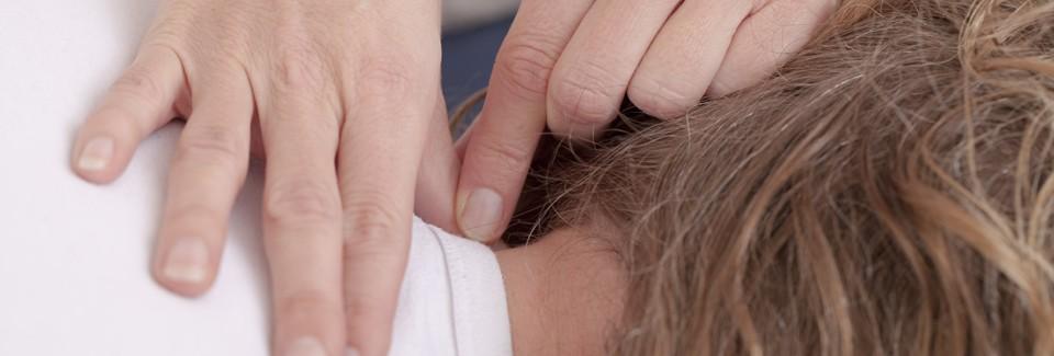 De BSR release bestaat uit het geven van kleine, lichte impulsen met de vingers, duimen of handen op de juiste plaats en in de juiste richting.