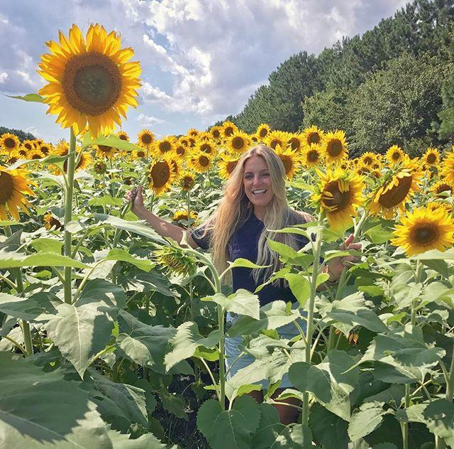 🌻🌻🌻#stopandsmelltheflowers #flowerchild #roadside