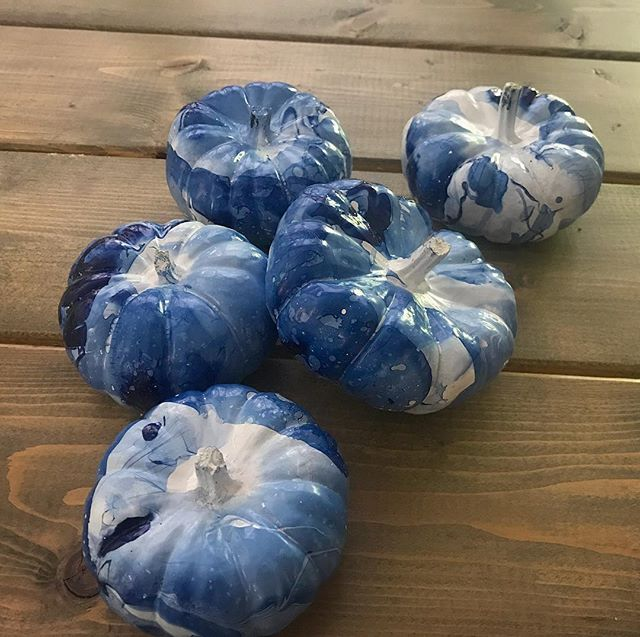 My indigo blue pumpkins turned out so pretty! #fallflair #pumpkins #crafting