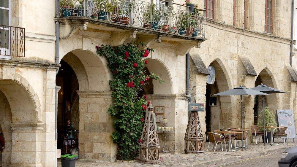 131717-Bordeaux-Wine-Region-Area.jpg